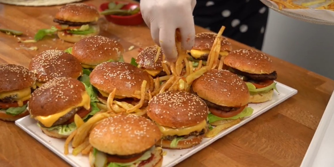 oktay-usta-evde-hamburger-tarifi-nasil-yapilir